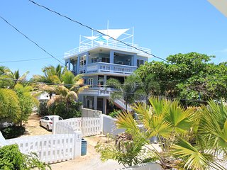 5 Bedroom Tropical Vacation Paradise 30 Steps to Shacks Beach