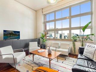 Stunning Multilevel Apartment In Hip Neighbourhood