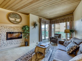 Ski-in/out condo w/shared pool & hot tub, mountain & resort views