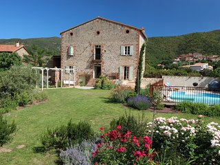 Large Farmhouse with pool, garden and views of the Pyrenees