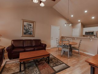 Cozy Condo w/ Indoor / Outdoor Resort Pools, Mini Golf & Near Downtown