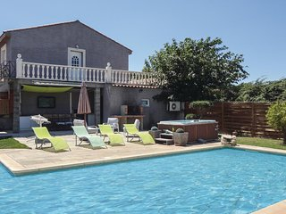 Amazing home in Beziers w/ Jacuzzi and 3 Bedrooms