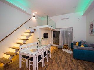 Luxury apartment with heated pool KLIS