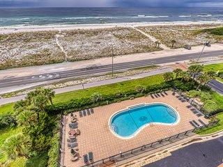 Comfortable beachside condo w/ a shared pool, tennis, & beach access