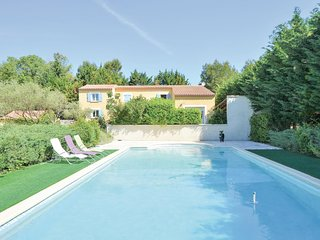 Awesome home in Nimes w/ WiFi, Outdoor swimming pool and 2 Bedrooms