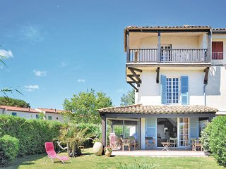 Beautiful home in Port Grimaud w/ 3 Bedrooms and WiFi