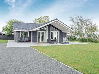 Beautiful home in Juelsminde w/ WiFi and 3 Bedrooms