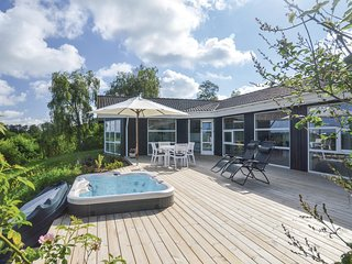 Awesome home in Fårevejle w/ WiFi and 2 Bedrooms (E19039)