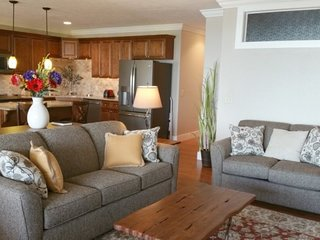 Incredible Luxury Condo 3 bed 2 bath-Relax in the Beauty! Ideal Lake Location! P