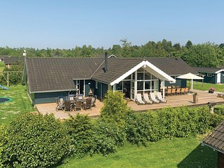 Amazing home in Vaeggerlose w/ Sauna, WiFi and 5 Bedrooms (K13255)