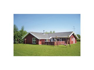 Nice home in Nordborg w/ Sauna, WiFi and 5 Bedrooms