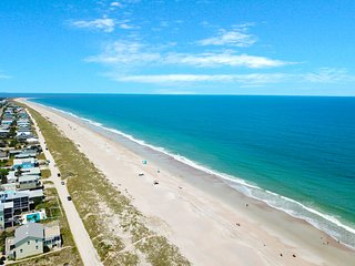 Spacious, recently remodeled condo w/ shared hot tub - close to the beach