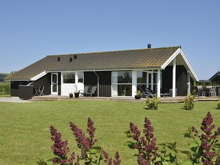 Nice home in Sydals w/ Sauna, WiFi and 3 Bedrooms