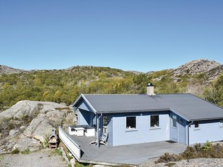 Nice home in Lindesnes w/ WiFi and 3 Bedrooms (NVK041)