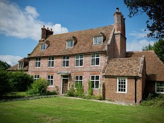 Moat Farm House - An exquisite Tudor Farmhouse lovingly restored with 7 bedrooms