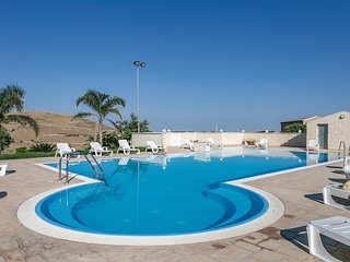 Stunning home in Ragusa w/ Outdoor swimming pool, Jacuzzi and Outdoor swimming p
