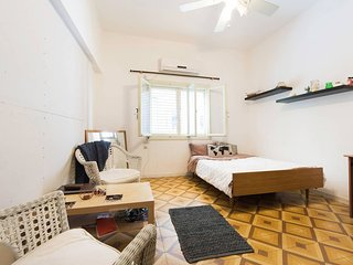 AMAZING  Bedroom (fully furnished) PRIME LOCATION!