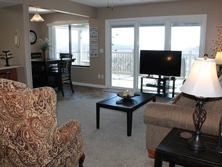 Spacious and Charming Condo-Love the Lakeviews- Close to everything Branson! SDC