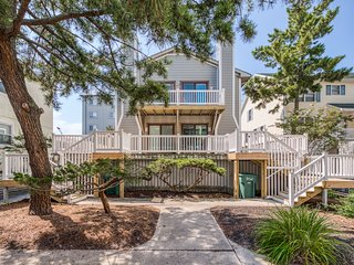NEW LISTING! Spacious condo w/ deck & balcony, steps to the beach & restaurants!
