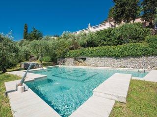 Amazing home in Pontelungo PT w/ WiFi and 4 Bedrooms (ITT218)