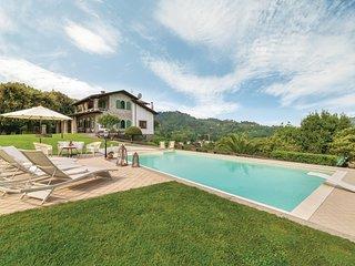 Beautiful home in Camaiore (LU) w/ WiFi and 5 Bedrooms (ITV795)