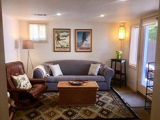 Cozy Downtown Retreat, 2 Bedrooms + Zen Yoga Room and Kid's Nook