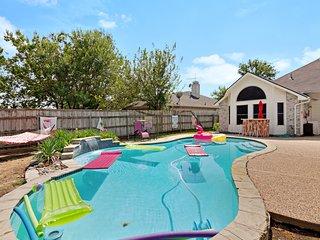 Cozy home w/ a private pool, Tiki bar, enclosed backyard, & BBQ pit