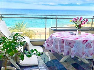 La Prom - a two bedroom apartment on the Promenade des Anglais