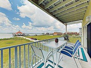 Sparkling Bayfront Condo w/ Balcony & Pool - Walk to Beach, Dining & Shops