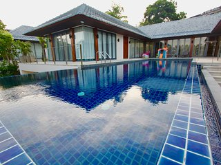 Luxury 4-bedroom Villa Indigo Rawai view, infinity pool and private gym