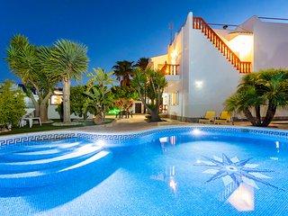 Villa in Ibiza Town with private pool, sleeps 9 - Villa Mali