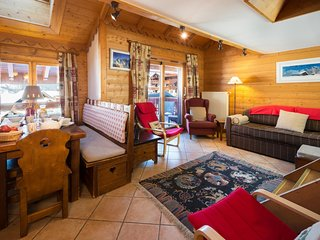 Apt sleeps 6/7, amazing location, swimming pool, close to lifts/bars & shops