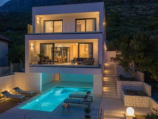 Luxury Villa Blue Moon with Pool