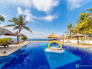 Villa Bukti Paradise - Olympic size swimming pool!