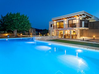 Luxury villa near Ibiza Town, with beautiful gardens and private pool!