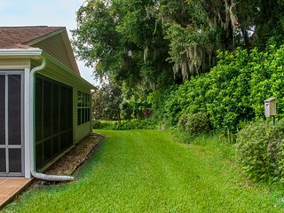 Private backyard -10 Minutes from Lake Sumter Landing
