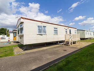 6 berth caravan for hire in Seawick holiday park in Essex ref 27413S
