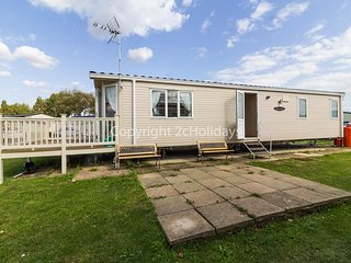 6 berth Static caravan for hire at Seawick holiday park by the beach ref 27201S
