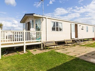 6 berth Static caravan for hire at Seawick holiday park by the beach ref 27201