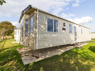 6 berth Static caravan for hire at Seawick holiday park by the beach ref 27011HV