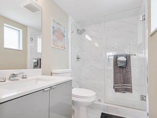 640 NE 7th Ave · (640/12)Modern,Min from Port,Airport,Las Olas,Pool