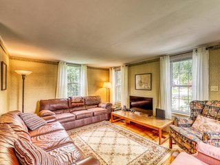 NEW LISTING! Comfortable home - walk to shops and restaurants, close to slopes