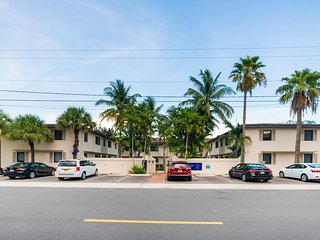 VP 914/2D · (4/2D)Minutes From Port, Las Olas, Beach, Gated
