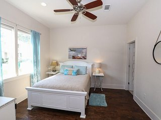 NEW LISTING 4BR, 4.5 Bath just 2 blocks from the beach