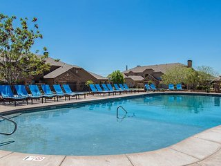 Fantastic Getaway- Near Zion NP and Sand Hollow- 2 Community Pools and Spas