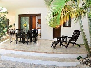Steps to Beach! Ground-Floor 2BD Suite + Pool