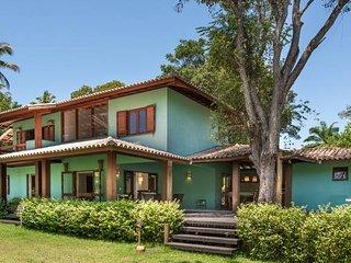3 suites, a 50 metros da Praia do  Outeiro e Clube