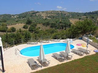 Private Villa, with pool and superb views, only 5 min. fr. sandy beach