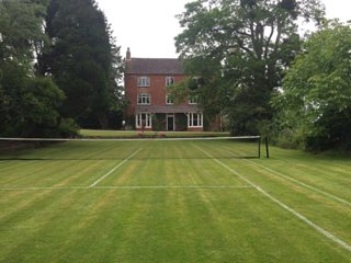 Boulsdon Croft Manor with hot tub & summer pool + tennis court