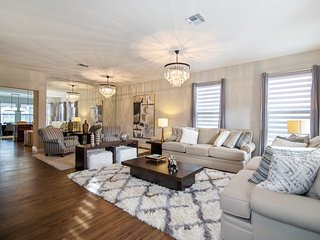Beautiful 6BR (5 King, 1 Queen) 6 Ensuite Solterra Home with Private Pool & Spa